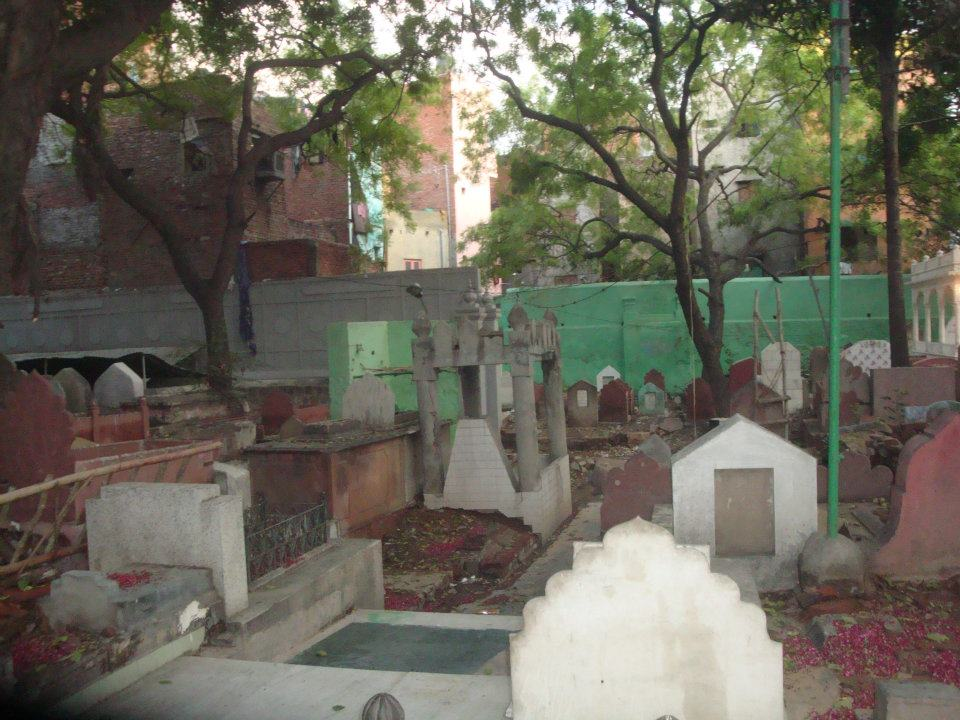 Other graves located inside the shrine complex