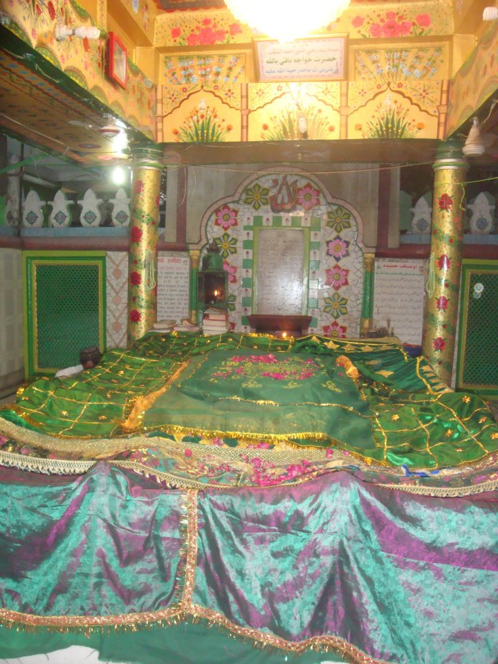 The noble grave of Khwaja Baqi Billah.